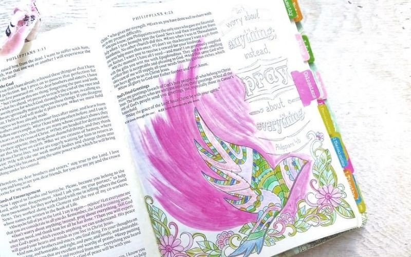 13 Creative Youtube Bible Journaling Channels to Follow