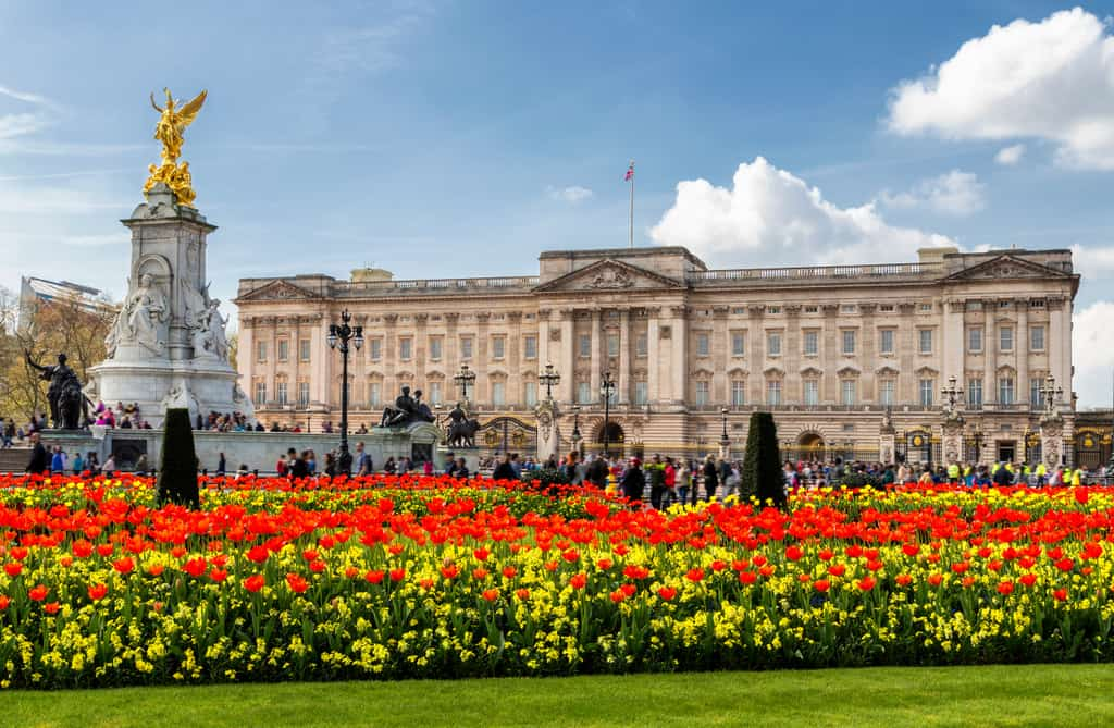20 Of London's Unmissable Tourist Sights To Add To Your Itinerary Now | Buckingham Palace London