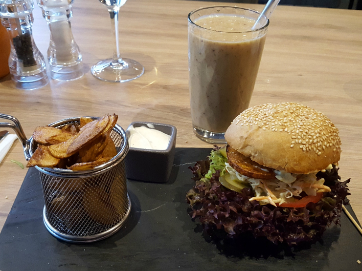 Fat Pumpkin vegan burger, chips and banana smoothie