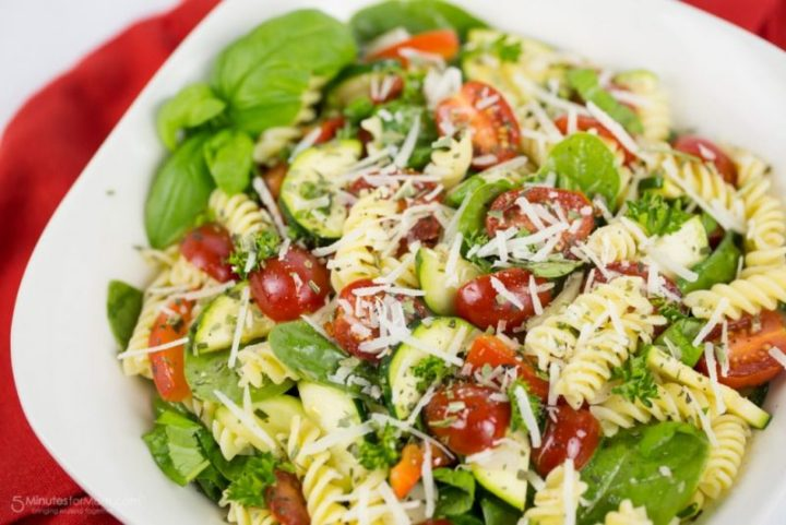 Gluten Free Rotini and Spinach Salad with Tomato, Zucchini, and Red Pepper