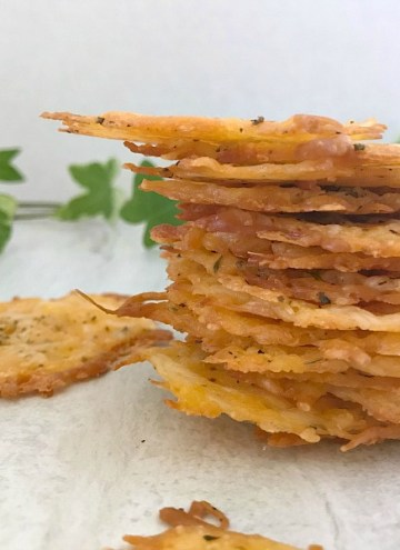 Baked Parmesan Cheddar Cheese Crisps are super easy to make and they are the perfect low-carb snack. Perfect for when snack cravings hit. #baked #cheese #crackers #nationalcheeseloversday