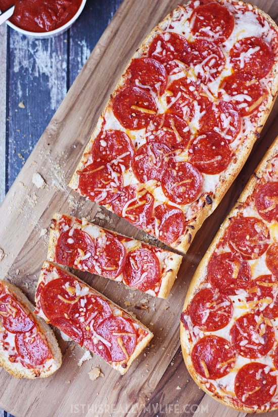 Easy-French-Bread-Pizza-3
