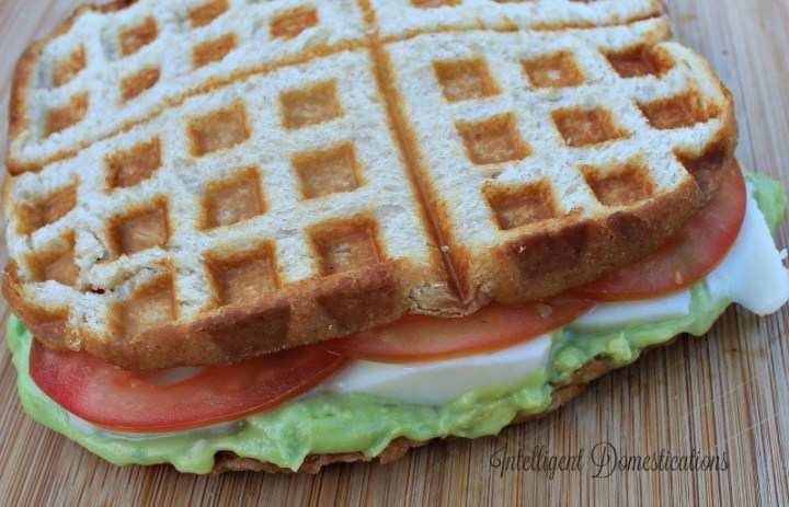 Waffle-Iron-Grilled-Tomato-Avocado-Sauce-Sandwich-with-Mozerella