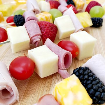 Cheese and meat lunch kabobs