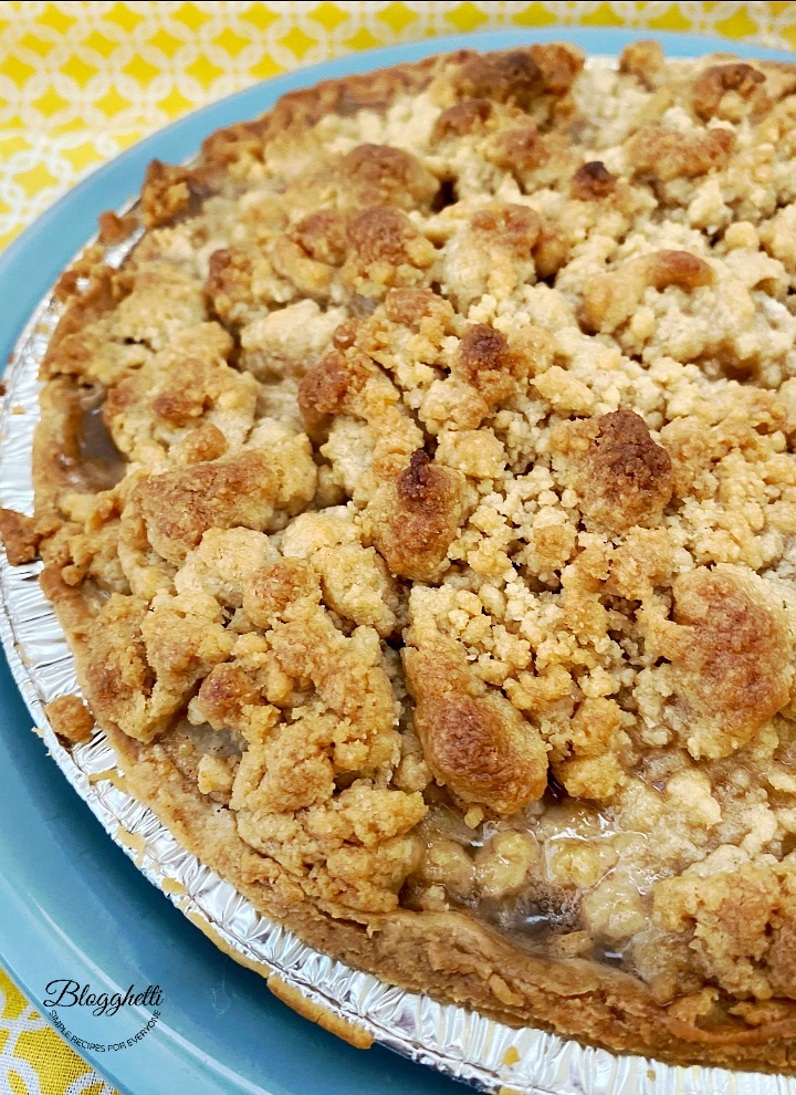 Baked Amish Pear Crumb Pie
