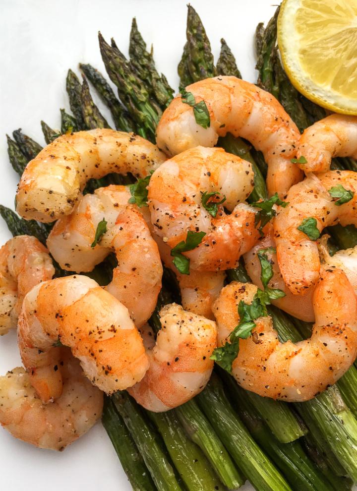 close up of lemon garlic shrimp and asparagus
