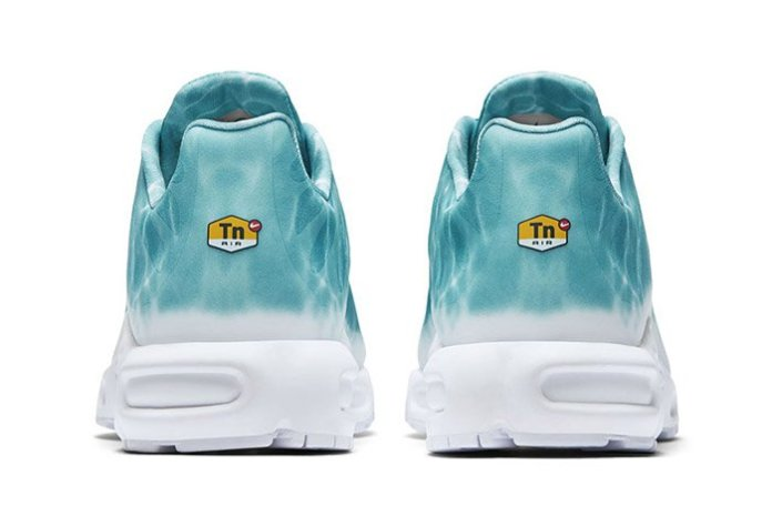 NIKE-AIR-MAX-PLUS-SWIMMING-POOL-2