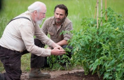 Hershel and Rick talk in The Walking Dead Season 4 Episode 1