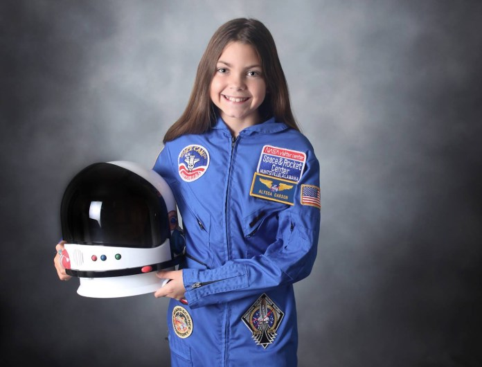 """17 Years Old Alyssa Carson Would be """"First human"""" on Mars 