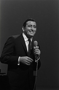 TonyBennett 1966 - Song of the Day: I Let A Song Go Out Of My Heart