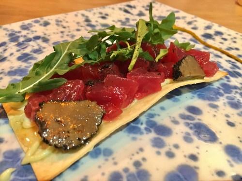 Tosta de tartar de atún con trufa y muselina de wasabi