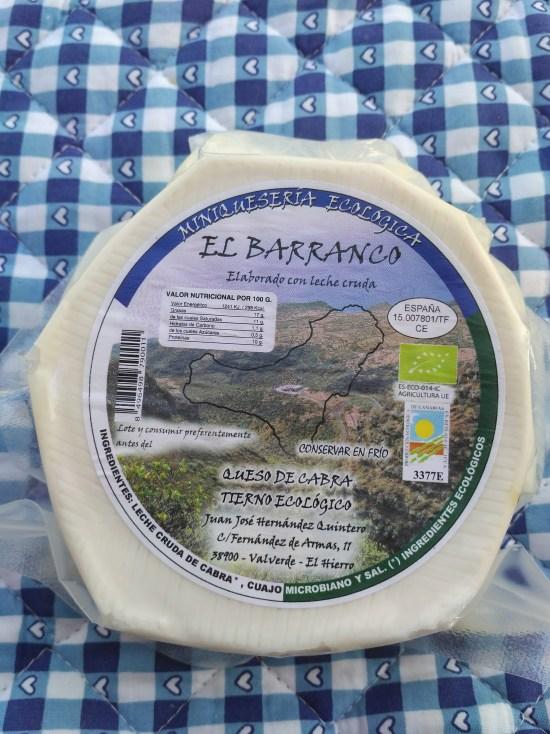 Queso de cabra ecológico elaborado con leche cruda.
