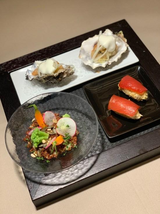 Ostra, ensalada thai y niguiri de atún