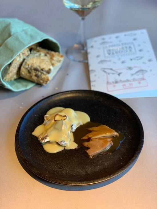 Kokotxas de merluza y crestas al pil-pil