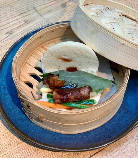 Pan chino al vapor, costilla Duroc a la cantonesa y vegetales