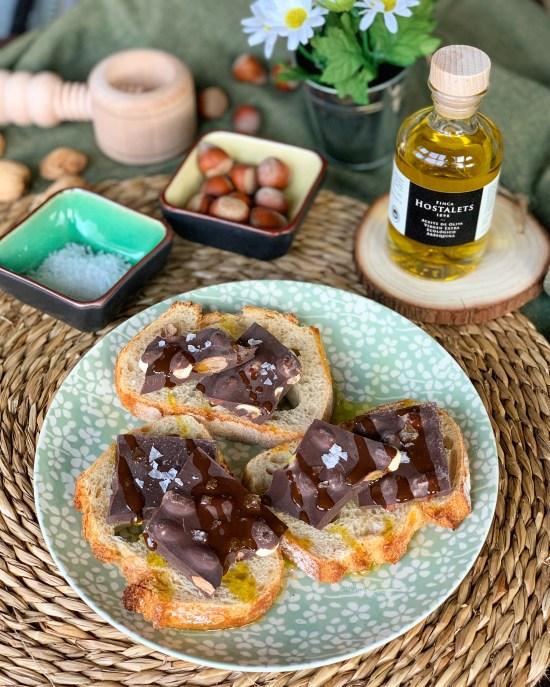 Pan con chocolate, sal y AOVE ecológico de Finca Hostalets