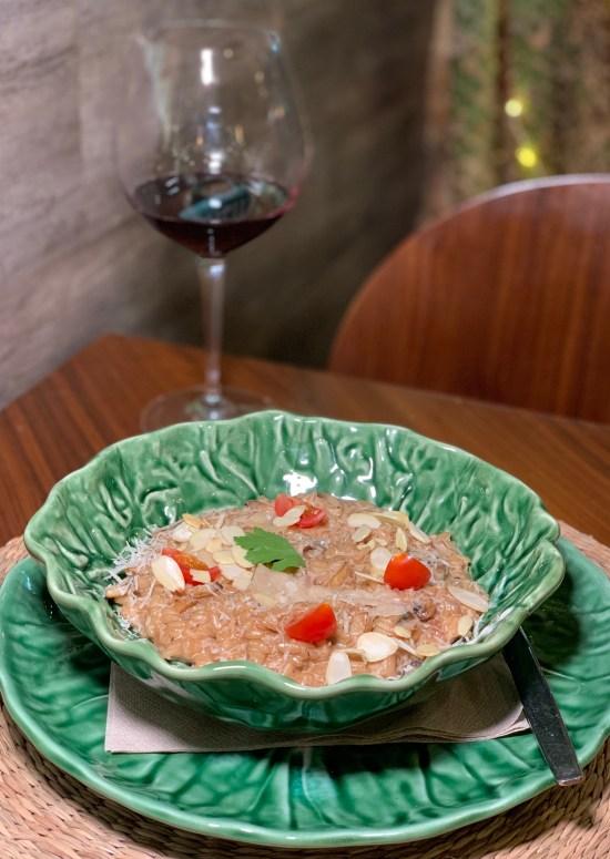 Risotto de cogumelos, copa de vino