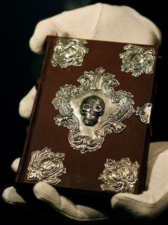 The Tales of Beedle the Bard con su comprador