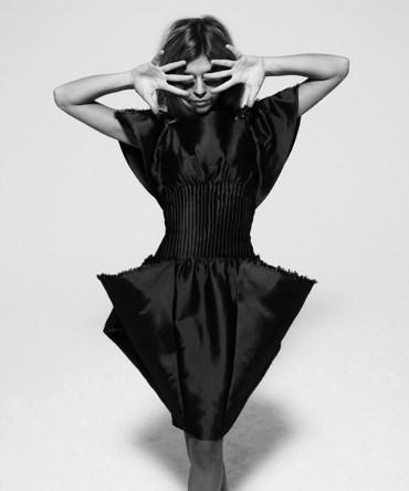 Nueva Entrevisa y Sesión Fotográfica de Clémence Poésy para la Revista 'Black Book'
