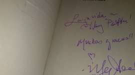 Rifa: Copia Autografiada de 'Harry, a History'