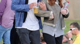 Imágenes de Bonnie Wright y Jamie Campbell Bower en el Evento Musical 'Electric Picnic'