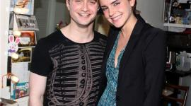Emma Watson Visita a Daniel Radcliffe durante la Obra 'How to Succeed' en Broadway