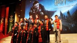 Videoclip e Imágenes de James y Oliver Phelps en el Anuncio del Parque de 'Harry Potter' en Japón