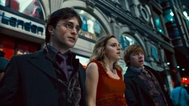 Conversaciones sobre temas muggles entre Harry y Hermione que Ron no soporta
