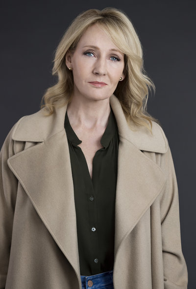 robert-galbraith-j.k.-rowling-mary-mccartney-2015_custom-525b35aa0e27aceeb1c56392a80b44cb4a91804a-s400-c85
