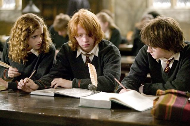 harry ron hermione escribiendo