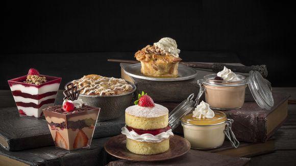 imagen pudín (arriba en el medio) $ 6.99, y el pastel de manzana (inmediatamente a la izquierda del pudín) $3.99. Foto: Gary Moss