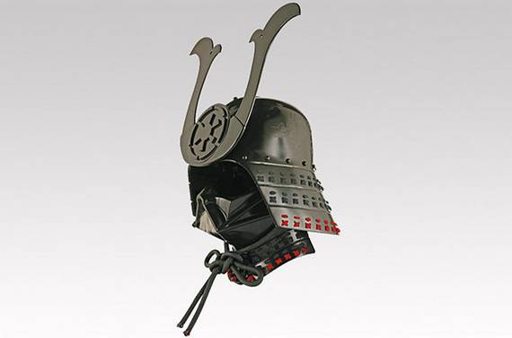 Diferentes versões do capacete de Darth Vader