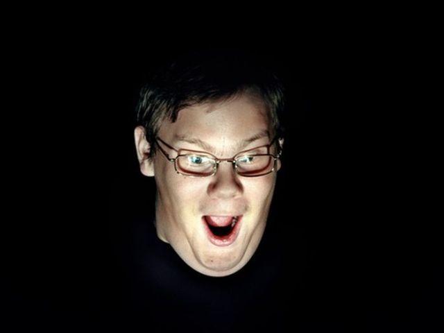 Caras e bocas de pessoas enquanto jogam videogame