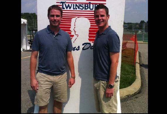O festival americano de irmãos gêmeos