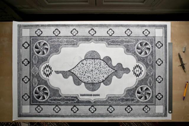 Artista gasta centenas de hora desenhando um tapete