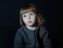 Projeto Fotográfico: Idiot Box – O poder de hipnose da TV sobre crianças