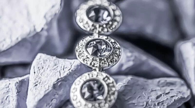 Gold makes a Terrific choice for diamond jewellery