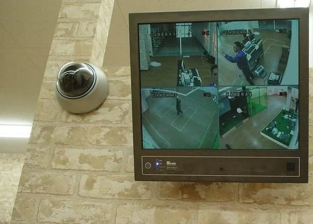 マンション郵便受け 狙われる不在票 - 不審者がいやがる防犯カメラ
