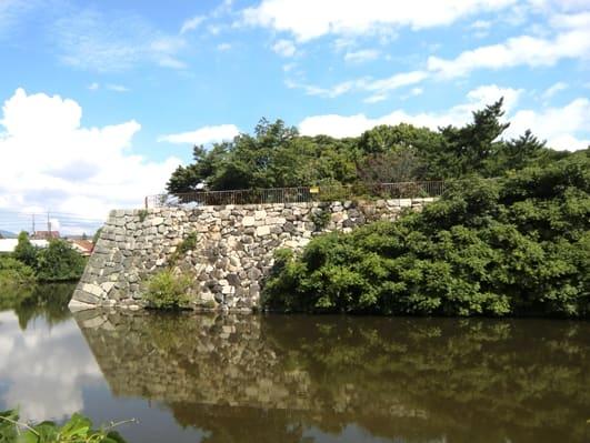 淀城の濠と石垣(寫真) - 哲仙の水墨畫