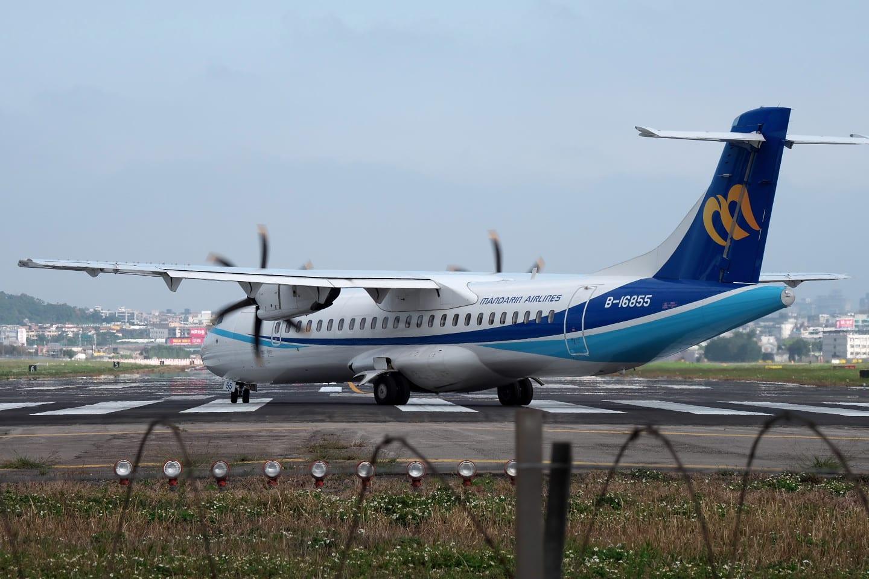 華信航空の ATR が出発 〜 臺北遠征 Day 1 @ 飛機巷 - でぢたる絵日記