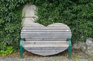Heart church bench found at a former cemetery around parish church St. Nicholas in Fladnitz an der Teichalm, Styria. Photo: Wikimedia