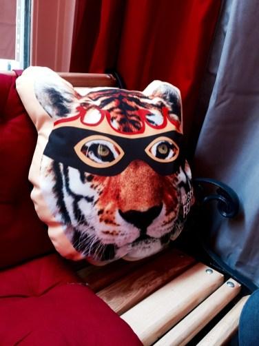Poids Plume restaurant Bistrot Viet Strasbourg coussin tigre