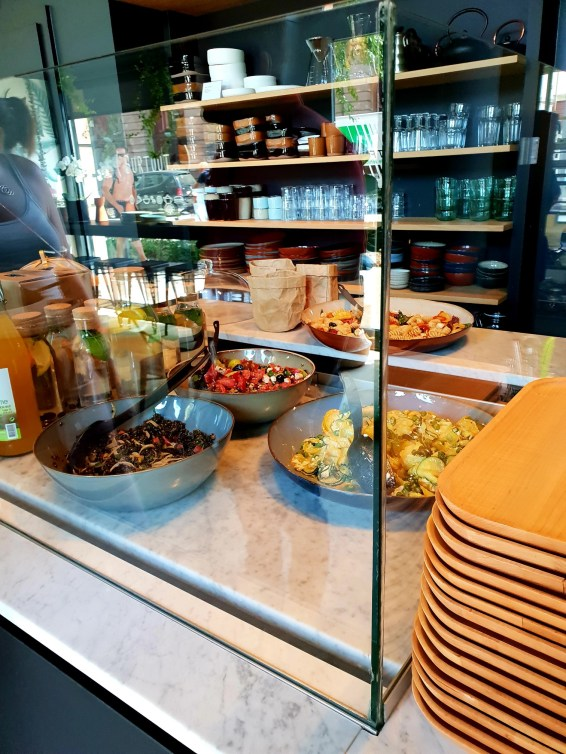 SURTOUT STRASBOURG café salade snack sandwich vaisselle Place de la Bourse