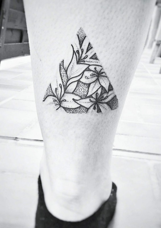 Plume de chat tattoo Strasbourg graphiste tatouage artiste