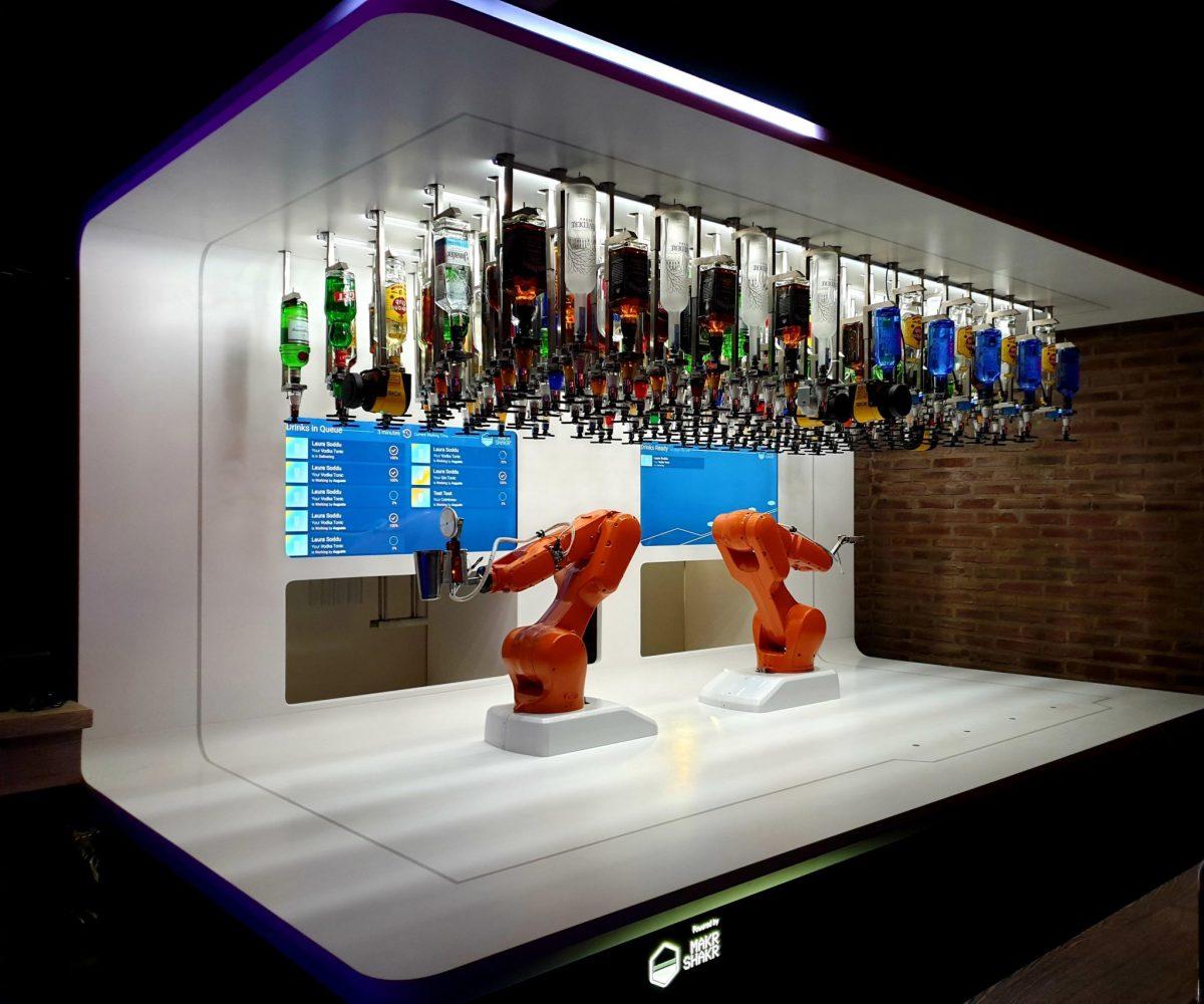 Ouverture du Bionic Bar à La Salamandre Strasbourg: le robot vous sert vos cocktails !