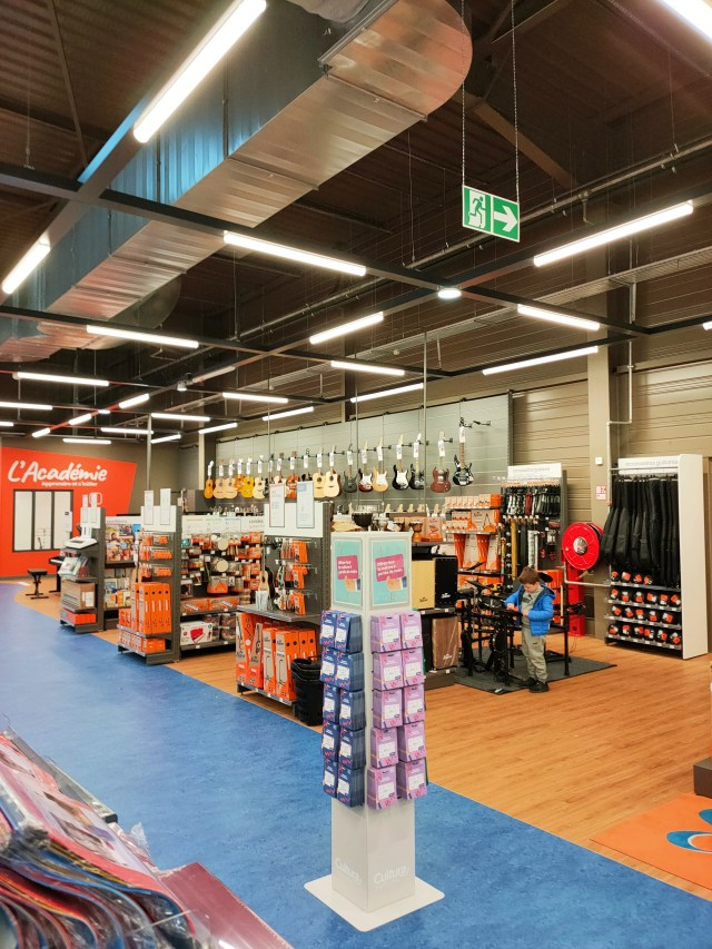 ouverture Cultura Mundolsheim shopping Shopping Promenade Cœur d'Alsace Reichstett intérieur rayons