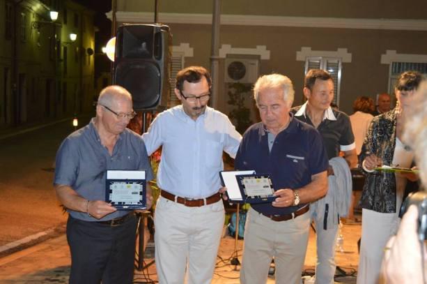 Mauro Pierfederici (Centro) premia Elvio Angeletti (sx) e Franco Patonico (dx)