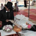 Ráhúzta a jegygyűrűt a halott menyasszonyra, aztán mindenkit figyelmeztetett a Facebookon!