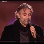 A zongorista megkérdezi Bocellit melyik dalt fogja énekelni – hallgassa meg hogyan énekli ezt az Elvis klasszikust
