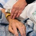 Az egyik legundorítóbb bűncselekmény: haldoklóktól is lopott a magyar kórházi ápoló